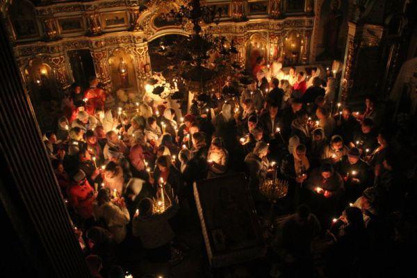 Noaptea Învierii la biserica din Colonița